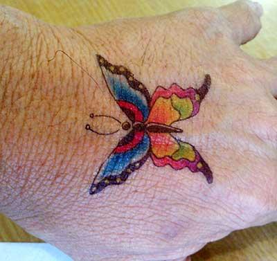 oom kok pasang tattoo gambar kupu walah macam macam tanyanya