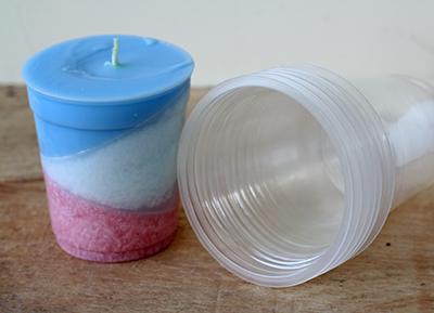 Lilin hias diatas dicetak menggunakan plastiktempat minuman atau jus buah